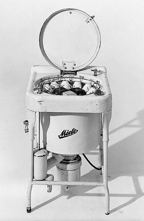 Первая автоматическая посудомоечная машина, работающая на элеткродвигателе от электроэнергии