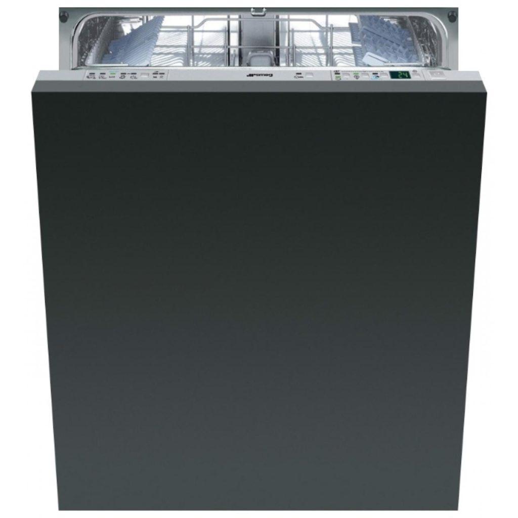 Посудомоечная машина Смег для встраивания в кухонный гарнитур в небольшом пространстве