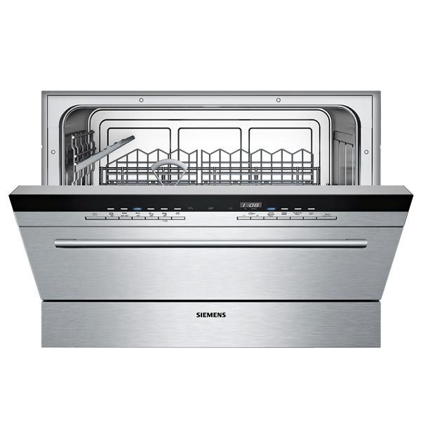Стильная и современная компактная посудомоечная машина SiemensSK 76M544 с панелью на фасаде