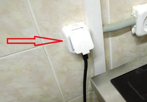 Для подключения посудомоечной машины Бош к электросети следует использоваться розетки с заземлением