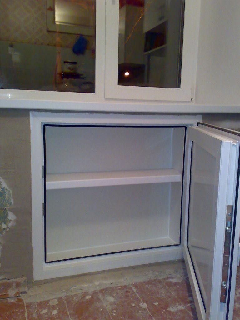 Встроенный холодильник на балконе