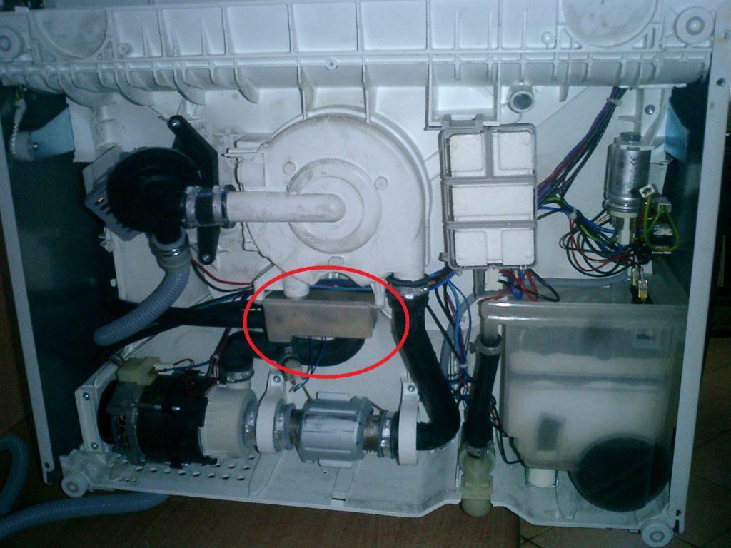 Диагностика и замена прессостата при возникновении поломки в посудомоечной машине
