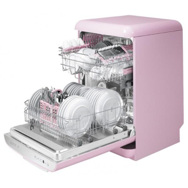 Компактная посудомоечная машина с полной загрузкой для девушки в розовых тонах