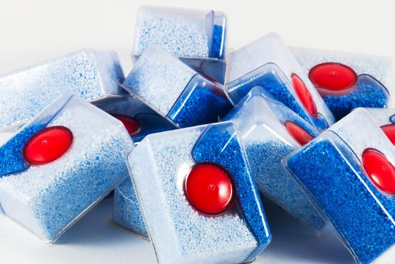 Универсальные таблетки для посудомоечных машин 3 в 1, которые содержат соль для смягчения воды