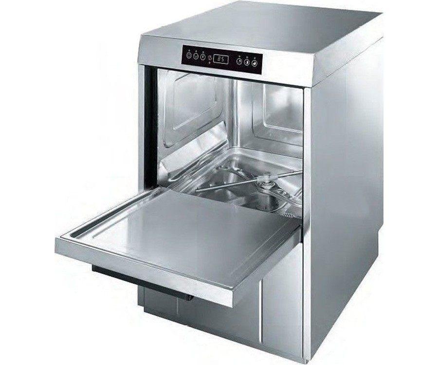Небольшая отдельностоящая профессиональная посудомоечная машина Smeg CW510 для маленьких заведений