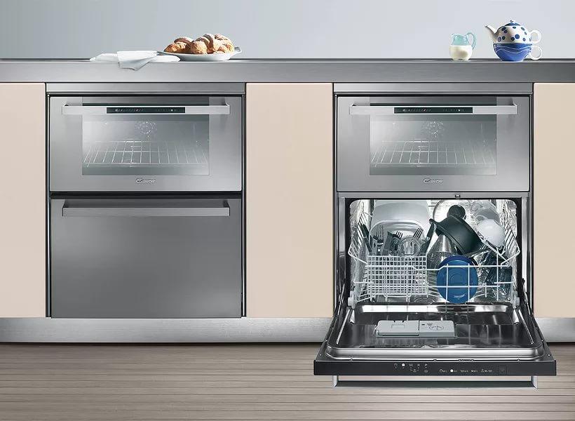 Пример расположения комплексной посудомоечной машины с духовым шкафом наверху