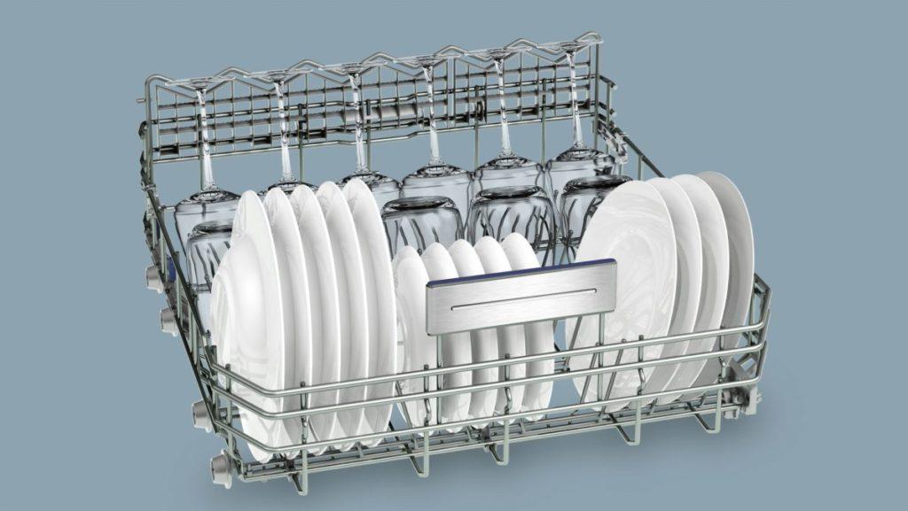 Правильная загрузка большого лотка посудой в посудомоечной машине Siemens SN 578S00 TR