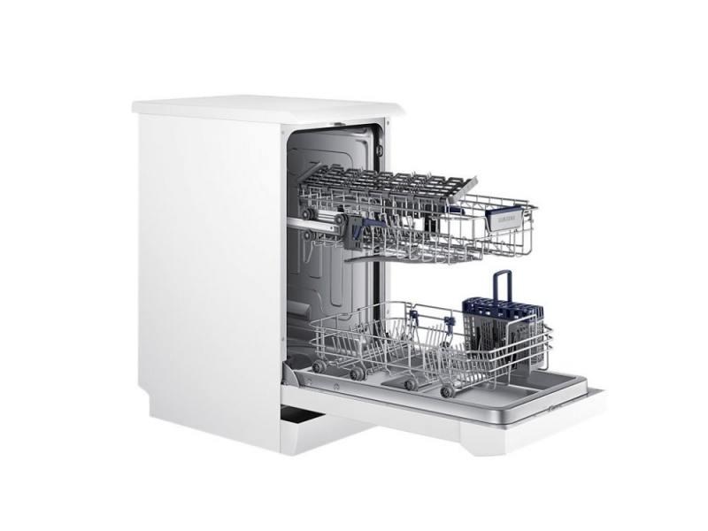 Узкая бытовая посудомоечная машина с двумя уровнями лотков для посуды на роликах