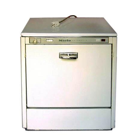 Посудомоечная машина фирмы Миеле, выпускаемая в семидесятых годах двадцатого века
