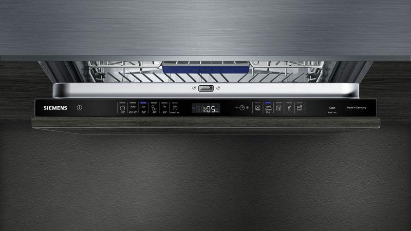 Обзор верхней панели задач с дисплеем у встраиваемой посудомоечной машины Siemens SN 656X00 MR