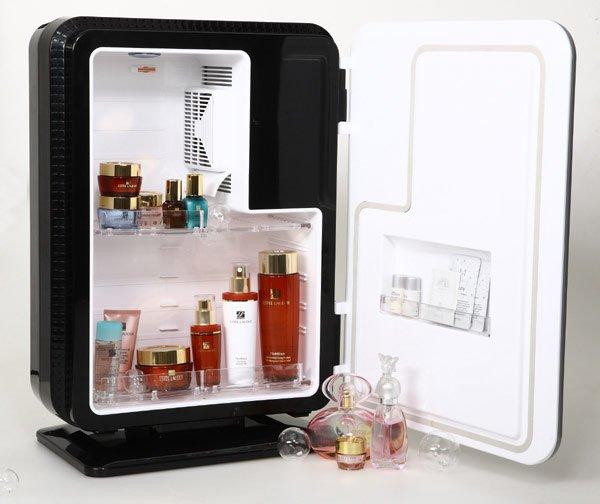 Портативный переносной холодильник для хранения косметики, требующей постоянного охлаждения