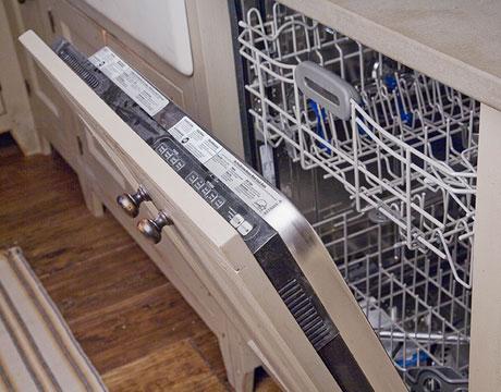 Что делать, если дверца посудомоечной машины не закрывается и как устранить причину перекоса