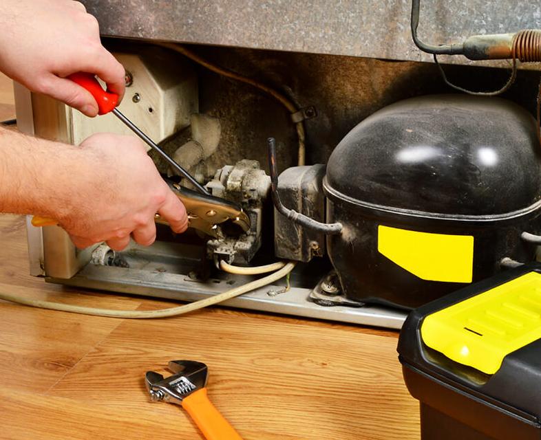 Если холодильник после транспортировке не работает, возможно повредился компрессорный мотор