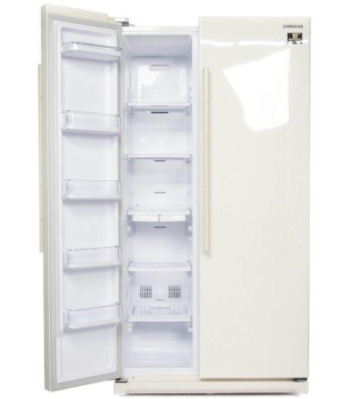 Открытая левая створка двухдверного холодильника Сименс для большой вместительной кухни