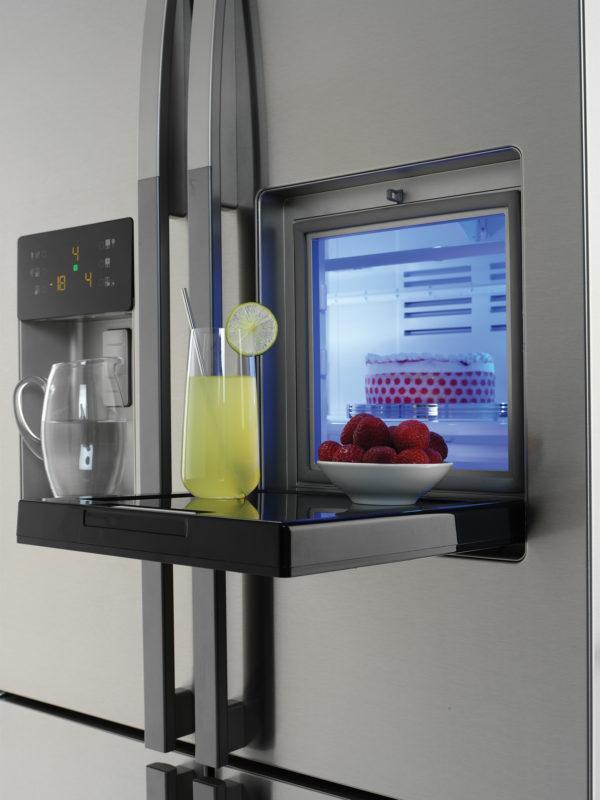 В основном отделении холодильника Беко GNE 134620 X предусмотрена зона свежести с быстрым доступом снаружи