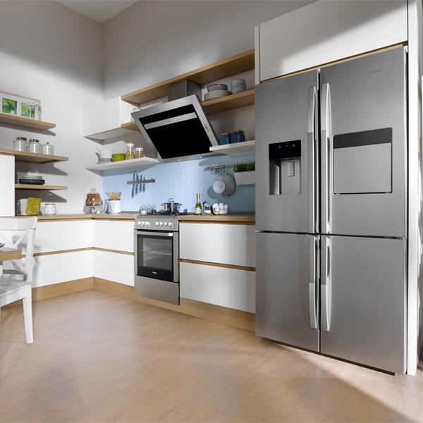 Пример расположения большого бытового многофункционального холодильника Беко GNE 134620 X