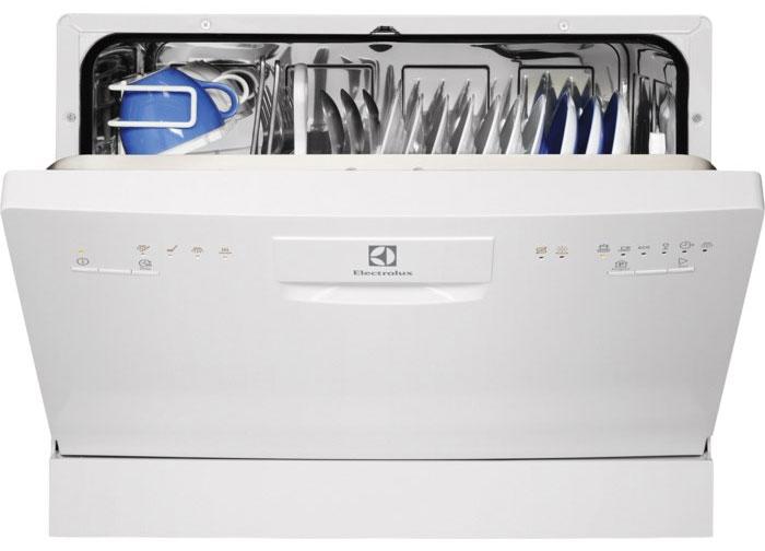 Компактная и вместительная настольная посудомоечная машина Electrolux ESF 2200 DW с примером полной загрузки