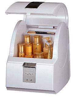 Компактный настольный мини холодильник для хранения тюбиков с косметическими средствами