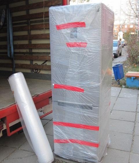 При транспортировке холодильника позаботьтесь о безопасности устройства и его упаковке