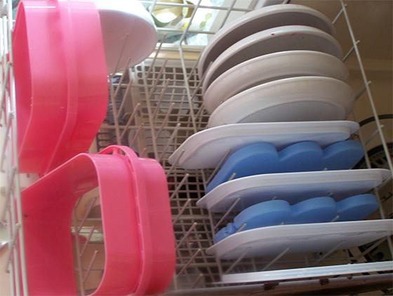 В посудомоечной машине можно легко отмыть аксессуары и полки других бытовых приборов