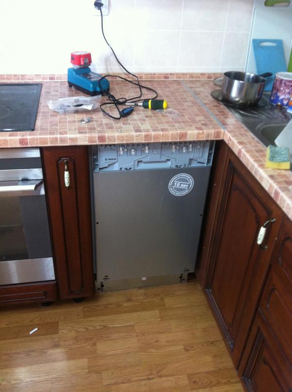 Организация отделения для полновстраиваемой посудомоечной машины и присоединение фасада гарнитура