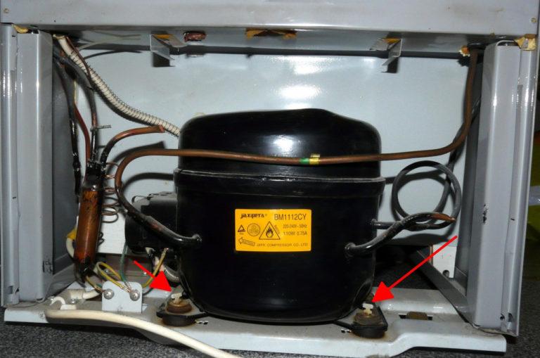 При транспортировке холодильника важно дополнительно закрепить компрессорный мотор