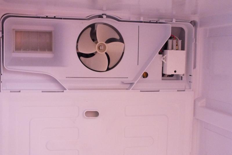 Если в холодильниках Индезит морозилка не замораживает продукты, возможно неисправен вентилятор