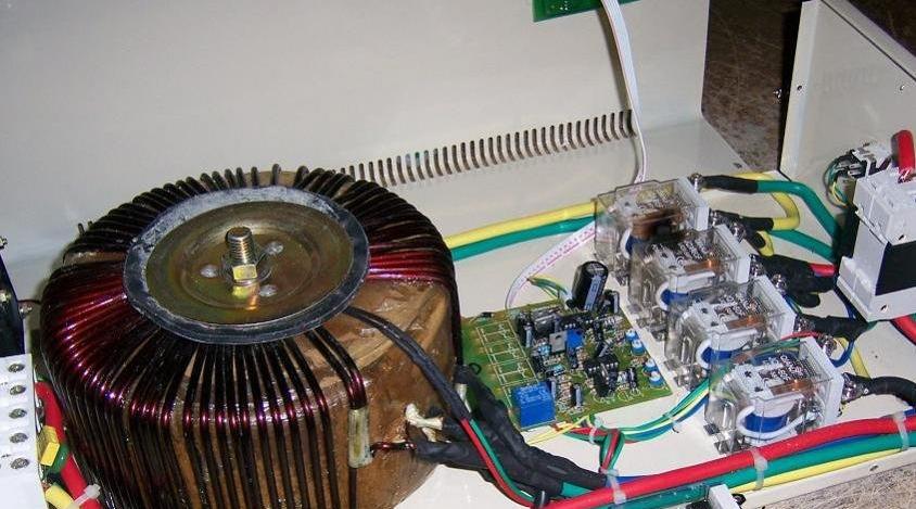 При выборе стабилизатора для подключения посудомоечной машины обратите внимание на запас энергии