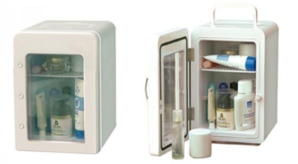Переносной холодильник для хранения косметики с удобной складной ручкой и стеклянной вставкой на двери