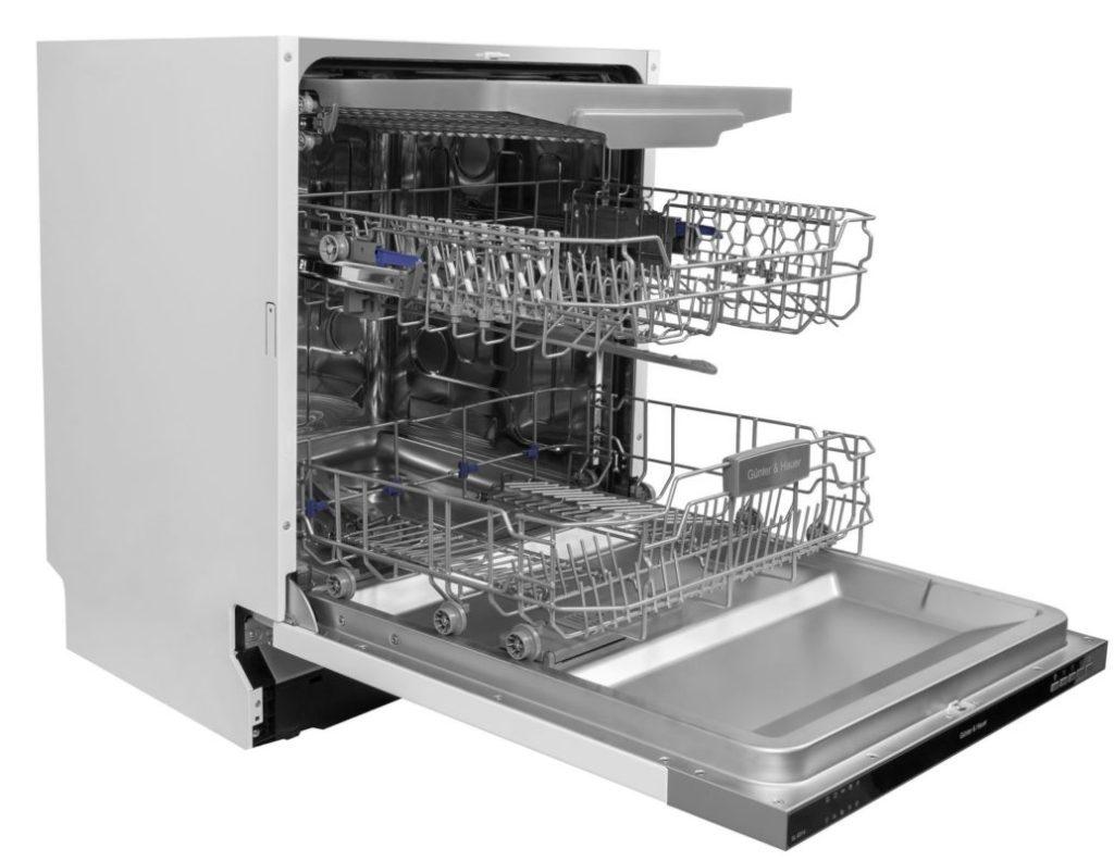 Модель современной посудомоечной машины с тремя уровнями, включая лоток для столовых приборов