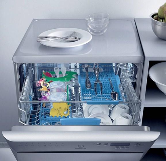 Пример расположения посуды в бункере современной посудомоечной машины Индезит с функцией экстра