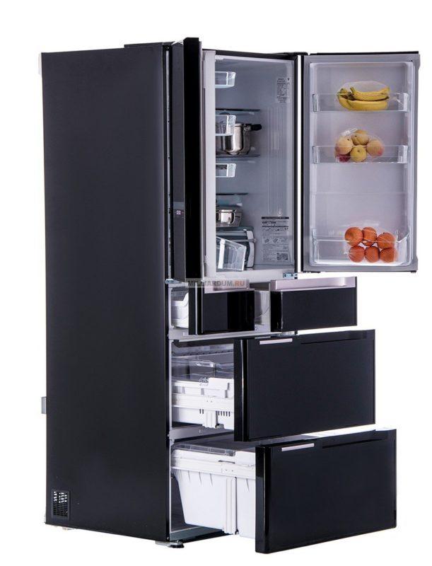 Модель многокамерного холодильника для большой кухни в стильном черном дизайнерском оформлении
