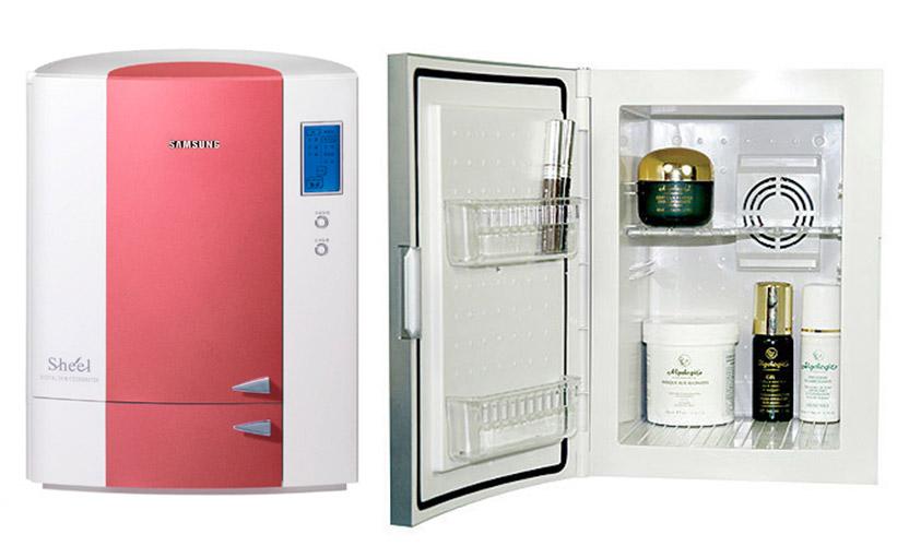 Стильный современный компактный холодильник для косметических средств с дисплеем и интересным дизайном