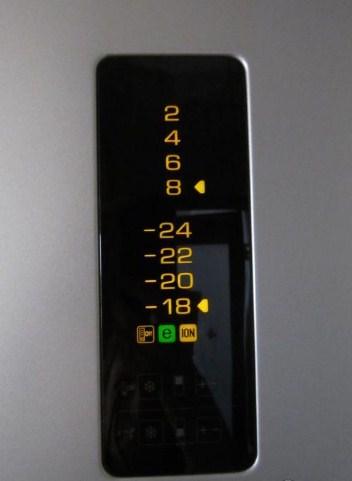 Холодильники компании Беко оснащены электронными панелями задач с различными предупреждающими сигналами