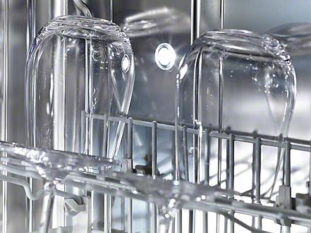 Освещение рабочей области это крайне полезная опция при загрузке и выгрузке посуды