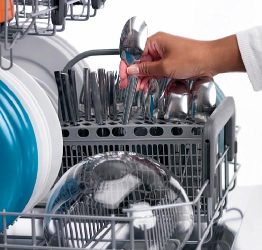 Вертикальное положение при мойке посуды в ПММ Икея обеспечивает отличный результат