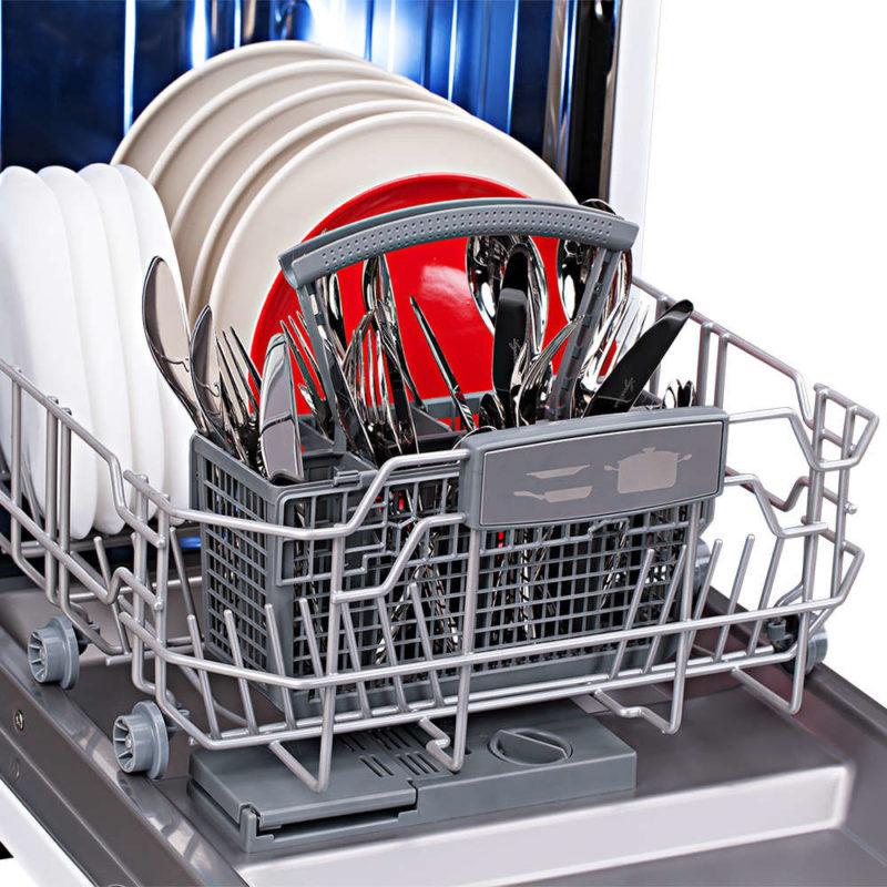 Нижняя корзина обычно предназначена для крупногабаритной посуды