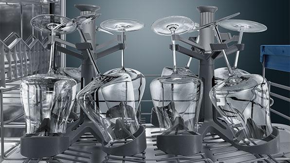 Пластиковые держатели могут обеспечить одновременное мытье до 16 бокалов