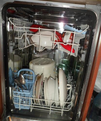 При использовании геля Finish посуда отмывается идеально, но некоторых смущает сильный запах средства