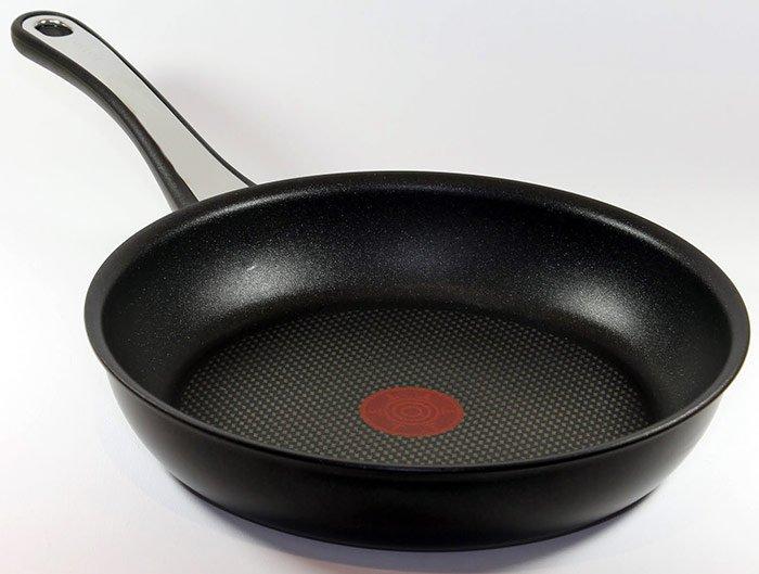 При мытье тефлоновых сковородок в ПММ следует соблюдать ряд простых правил.