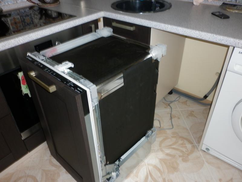 Пример подготовленной ниши в кухонном гарнитуре для установки встраиваемой посудомоечной машины