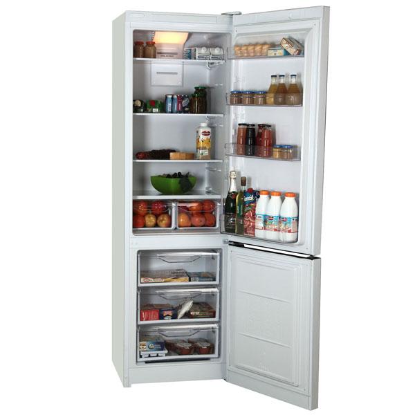 Двухкамерный холодильник Индезит DF 5200 W с большим отделением для хранения продуктов и пятью полками