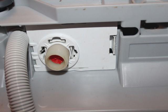 Отсоединение шланга ПММ и проверка контактов заливного клапана