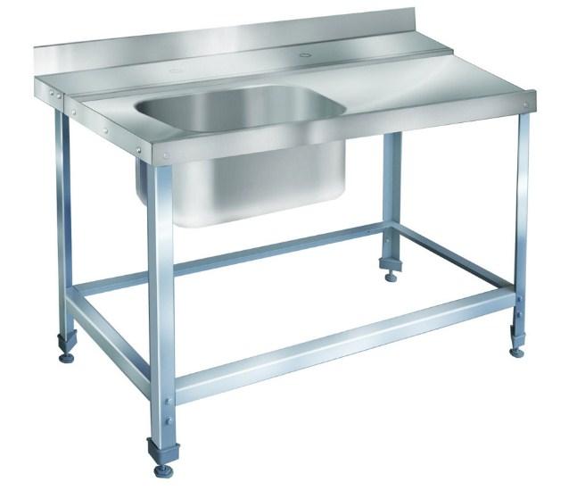 Стол для грязной посуды выполнен в едином металлическом стиле
