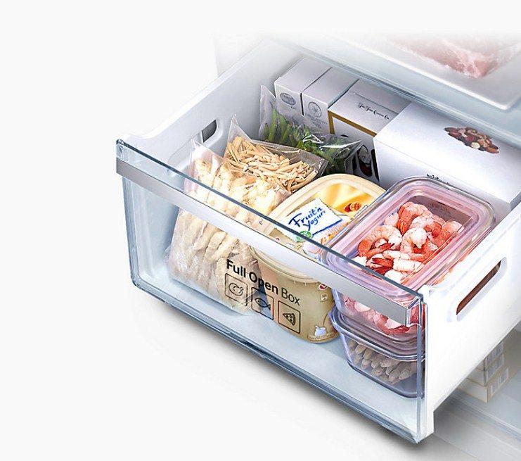 Морозильная камера современных моделей холодильников Самсунг выдвигается на полную глубину