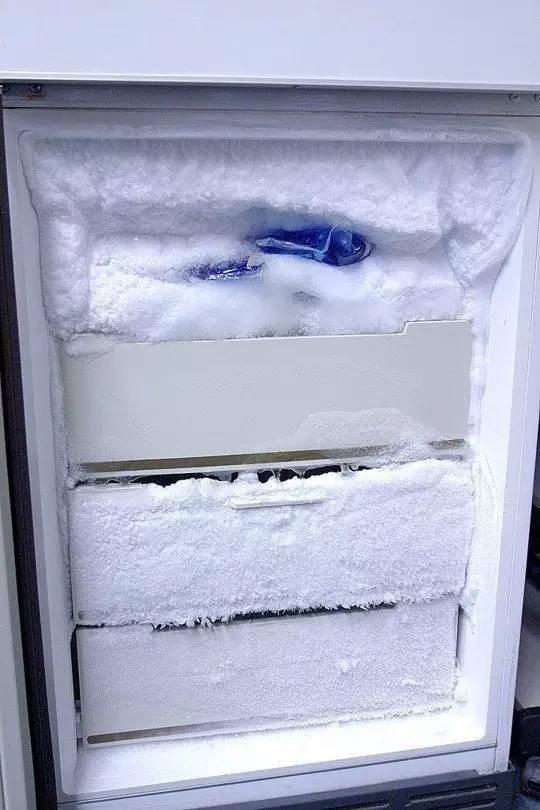 Образование снежной шубы в холодильнике