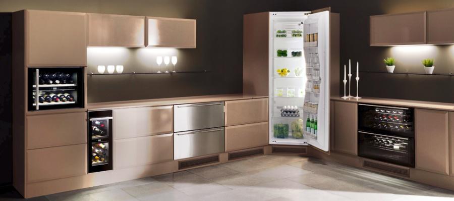 Угловая модель холодильника Whirlpool