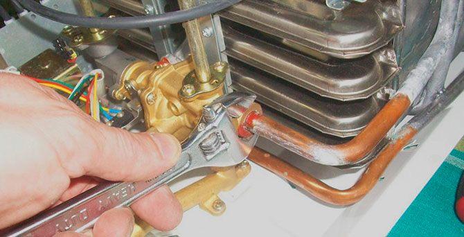 Подтяжка резьбового соединения газовой колонки