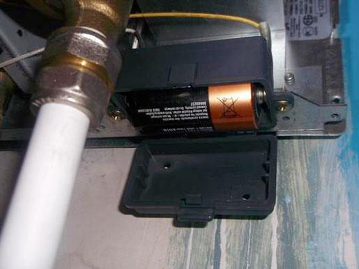 Замена батареек и деталей газовой колонки