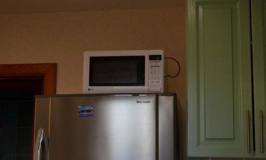Место установки СВЧ на холодильнике не самое лучшее